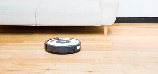 画像:負担が大きい床掃除はルンバにおまかせ!